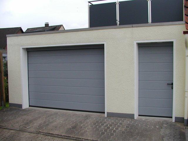 Garagentor mit nebentür  Türen und Tore